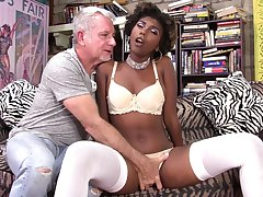 Chocolate girl Daizy Cooper feeds her pussy and mouth with long unearth