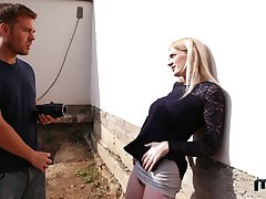 Chock-full with sex chick Ryan Ryder gives a blowjob and gets fucked outdoor
